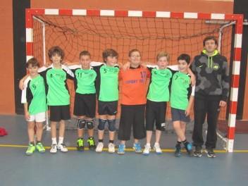 Le sourire des vainqueurs avec les nouveaux maillots - De gauche à droite: Aurélien, Matteo, Swann, Pierre, Anthony, Matthis, Antoine et Simon