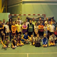 L'ensemble des participants au tournoi parents enfants