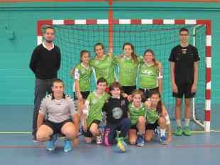 L'équipe -14 filles avec nos deux jeunes arbitres Valentin et Abdel